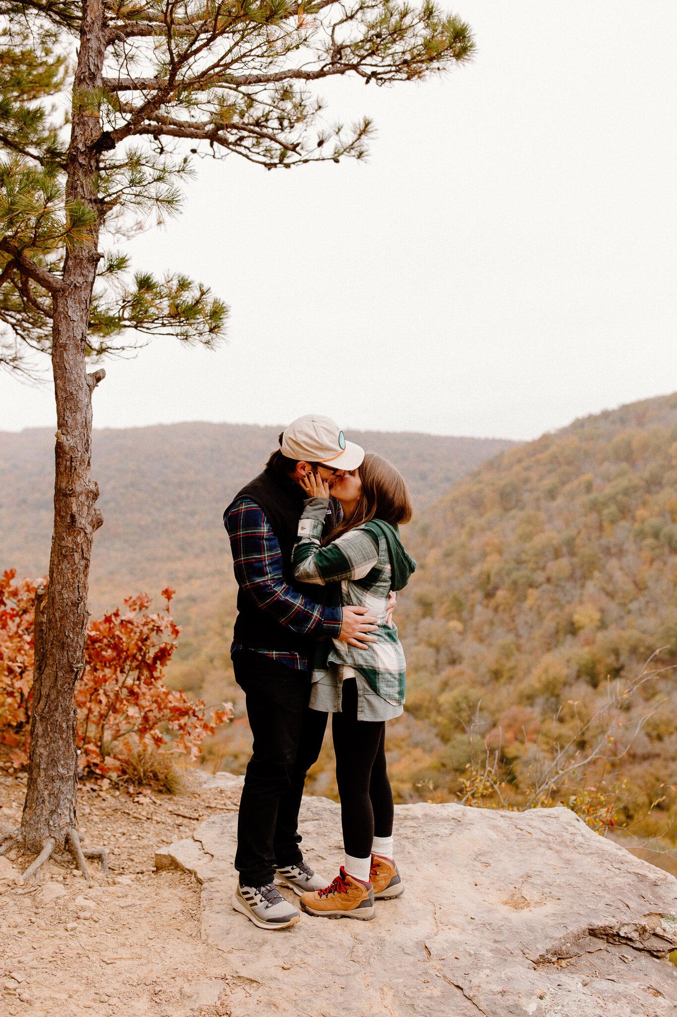 hawksbill crag proposal northwest arkansas engagement photos