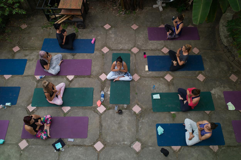 yoga-in-vietnam-sun-salutations-hoi-an