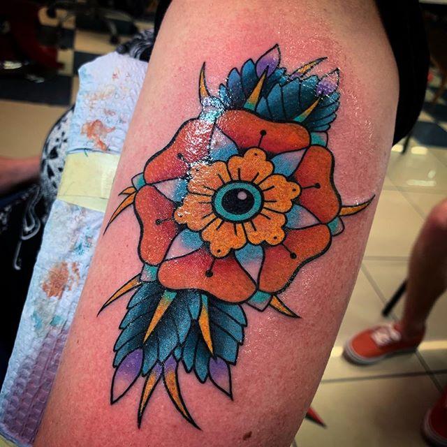 Round flower. @elmstreettattoo . . . . #tattoos #dallas #dallastexas #elmstreettattoo #tattooflash #dfw #americanatattoos #tattoo #party #fun #goodtimes #dallastattoo #dfwtattoo #traditionaltattoo #colortattoo #blacktattoo #bright_and_bold #sailorjerry #classictattoo #tradtattoo #americantraditional #realtattoos #oldlines #elmstreet #deepellum #texas #texastattoo #dynamicblack #solidink #tattoos #vulcanneedles