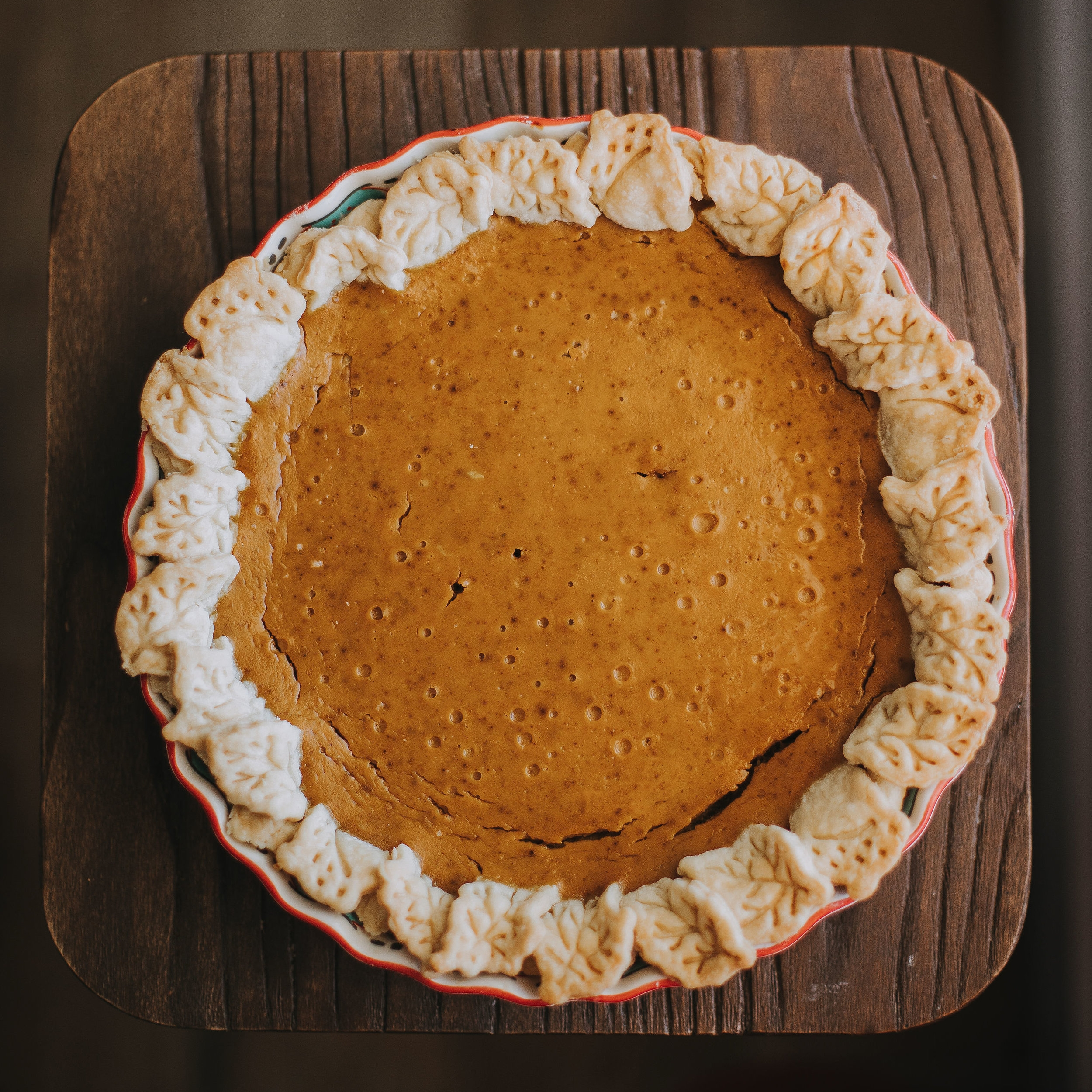 Sarah Lou's Favorite Pumpkin Pie - This recipe is an instant classic and crowd favorite. Plus it's so simple!