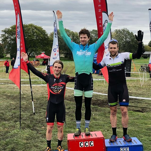 Arms up!!!! Chitown Cross continues and our racers are getting in the groove of it!!! Congrats @ulteriormotors ! Congrats @warrick_spence ! Congrats @jeanniescookies ! Well done!! Po-deeee-ummmmmm!  #intentraceteam #chicrosscup #racewithintent