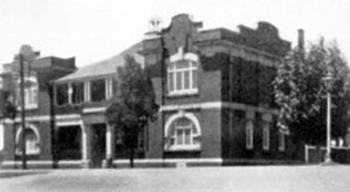 Toowoomba Technical College c1912 on the corner of Margaret and Hume Streets. Click  here  for further information about the origins of this building.