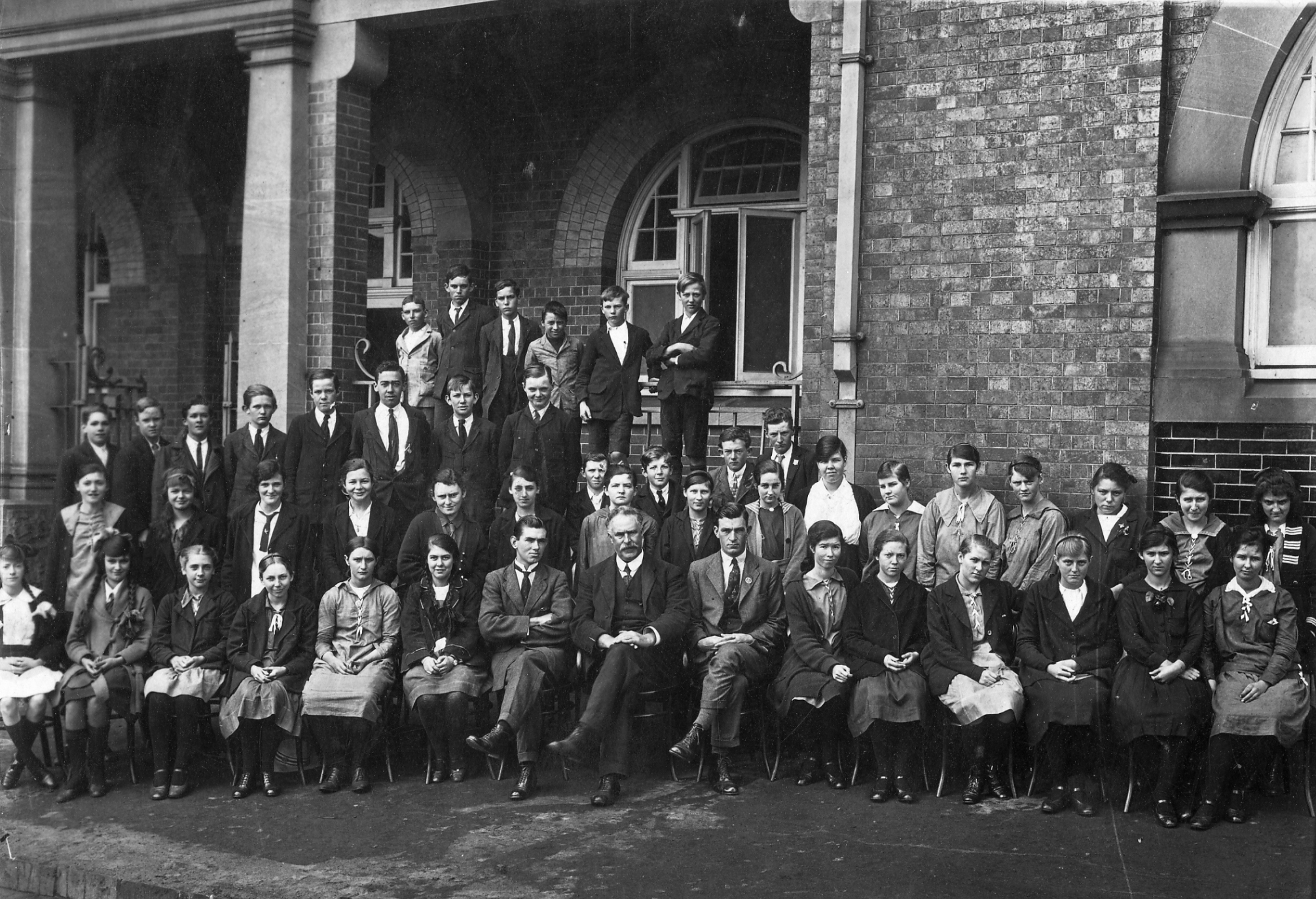 Staff and students of Toowoomba High School 1919. (Courtesy Toowoomba Historical Society)