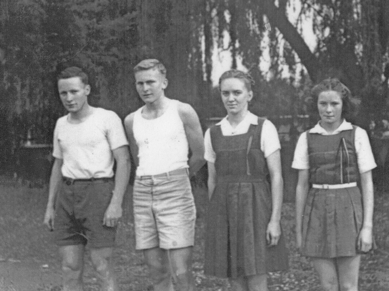 1945_sportsDay.jpg