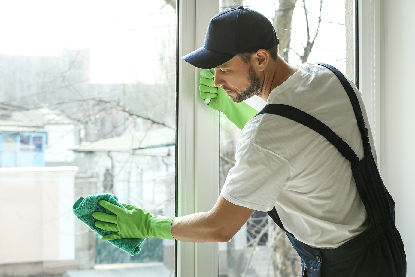 commercial-cleaning_619175978-small.jpg