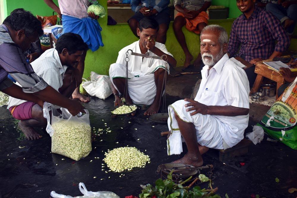 travel-india-flower-market-men-1000.jpg