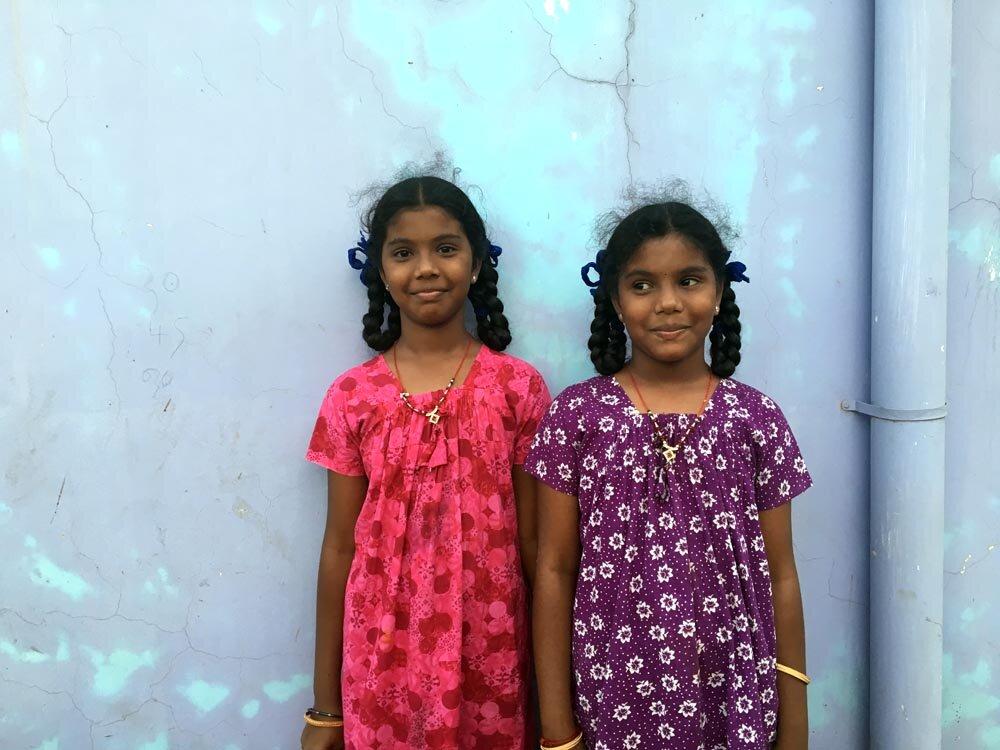 travel-india-sisters-smile-1000.jpg