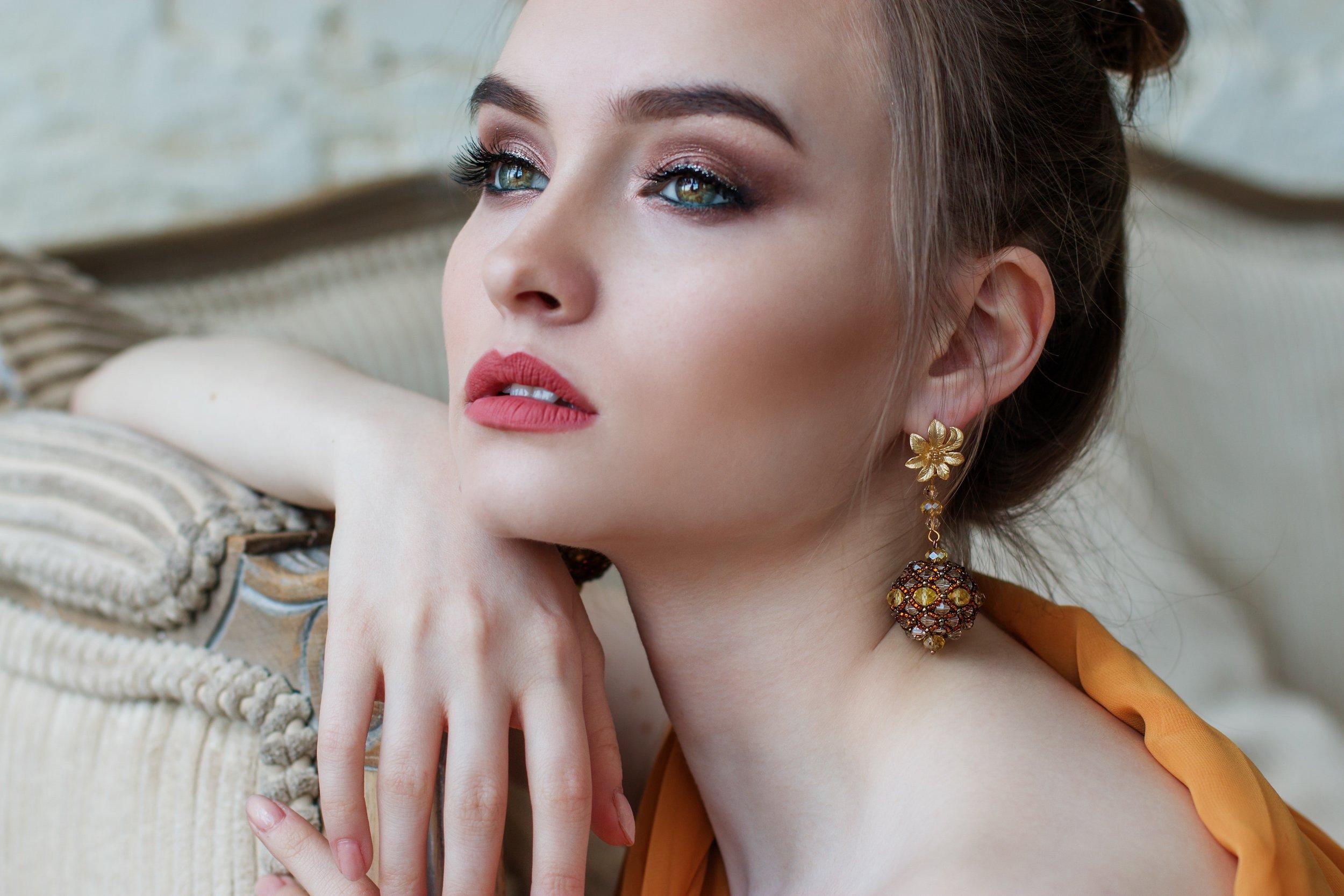 attractive-beautiful-beautiful-girl-458766.jpg