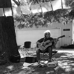 2018-Streets-Alive-Hood River-porchfest-Dennis Castañares-photo-by-Peter-Cornelison.jpg