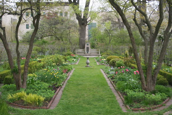 Image taken from  https://www.atlasobscura.com/places/northwestern-university-shakespeare-garden