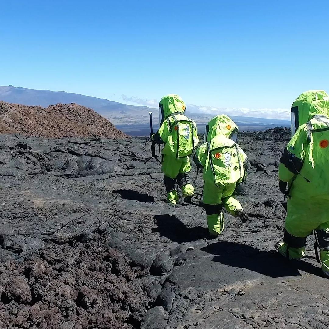 walking-across-lava_34593743611_o.jpg