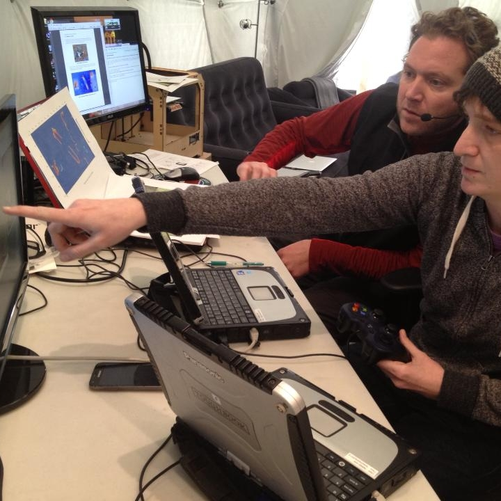 remotely-controlling-the-csas-juno-rover---photo-by-sian-proctor_9501610618_o.jpg