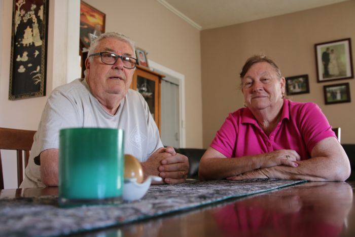 PHOTO:  The average weekly income of Port Pirie residents is $500 so for couples like Gordon and Lorraine Williams, the savings have made a huge difference. (ABC North and West: Gabriella Marchant)
