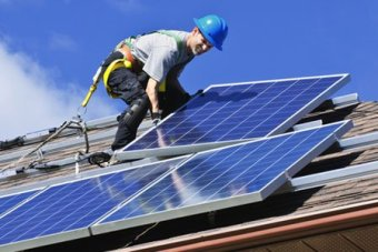 PHOTO:  The panels are being installed on low-income households. (Supplied: Cool or Cosy)