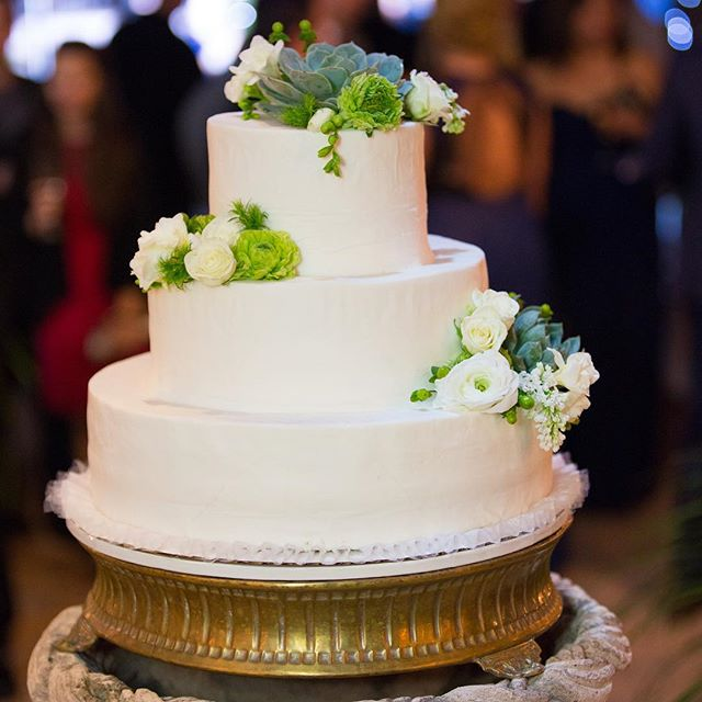 Who wants cake? Join us, @terraweddings, @kitcheninthecanyon, & @sevendegreeslagunabeach at our location for our Open House this Sunday. Come sample food, delicious wedding cake, meet our staff, and preferred vendors. If you are a newly engaged couple or already booked with us, you don't want to miss this! Call or email for reservations. 💍💕🥂 Photo Credit: @davidenglandphotography