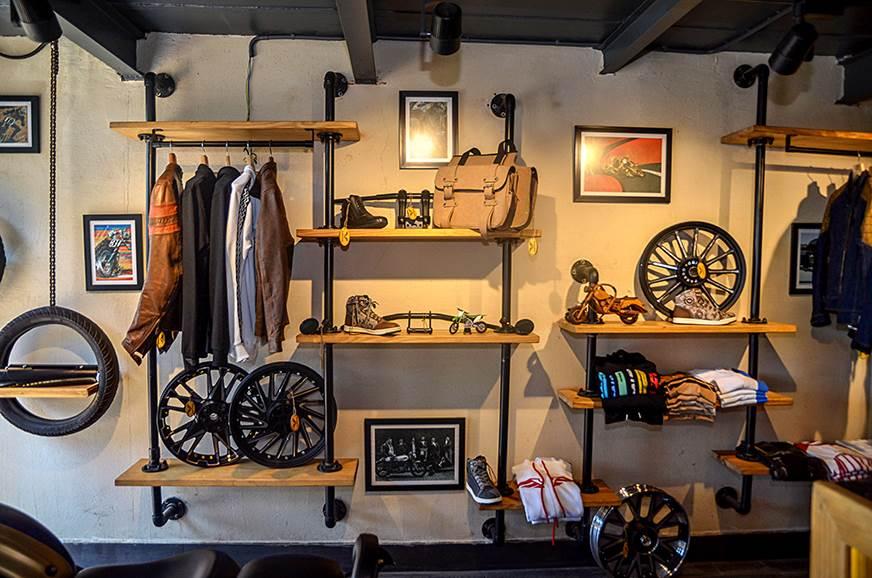 1_578_872_0_70_http___cdni.autocarindia.com_ExtraImages_20190404115533_Vardenchi-Lifestyle-Garage-2.jpg
