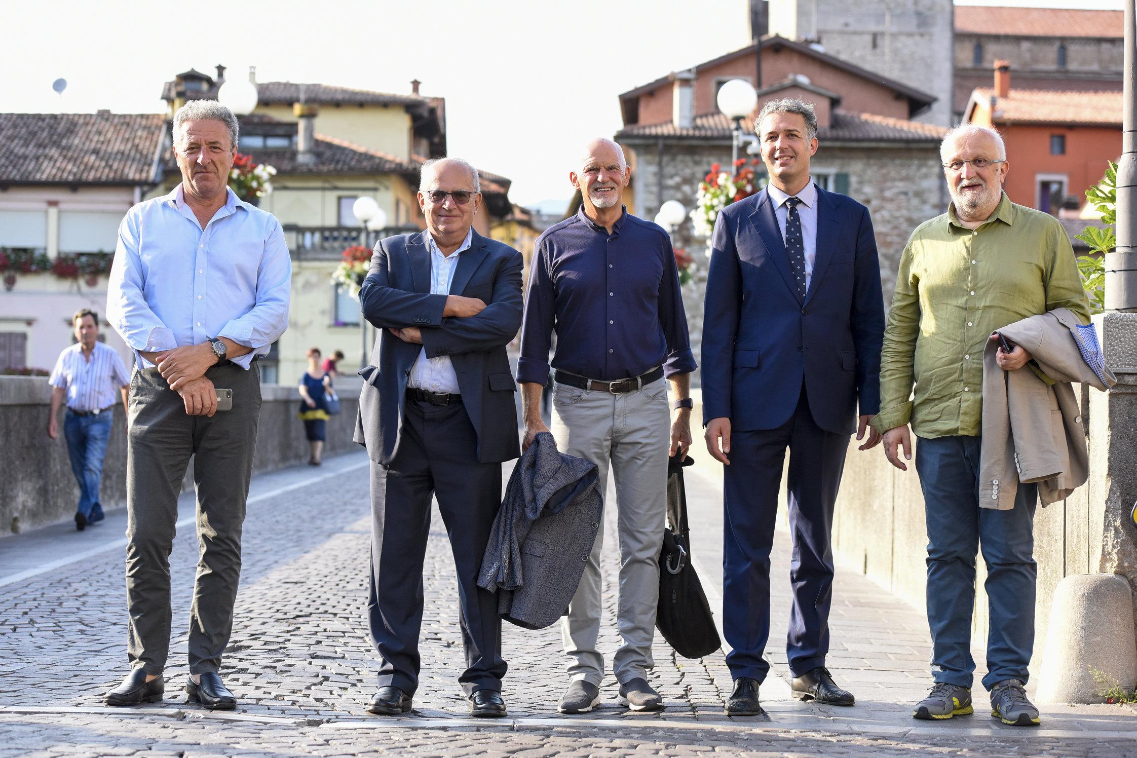 Papandreou  con Pasovic, il sindaco di Cividale Stefano Balloch, l'ex sindaco Attilio Vuga, Ferruccio Saro