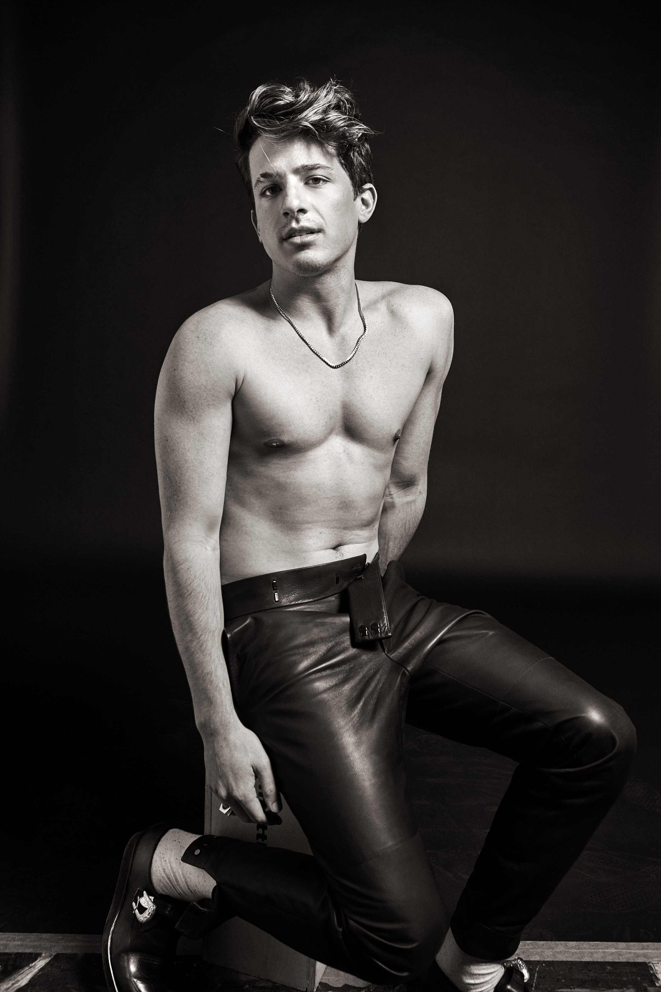 FLAUNT-MAGAZINE-COVER-CHARLIE-PUTH-SINGER-ATTENTION-VOICENOTES-4.jpg
