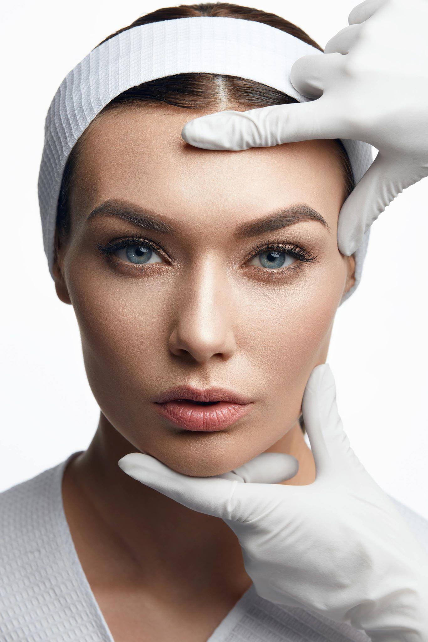 Rehaussez vos sourcils! - • Corriger des sourcils asymétriques ou irréguliers.• Avoir des sourcils plus denses et plus structurés qui sauront mettre votre visage en valeur.• Épaissir des sourcils trop fins (donner l'impression de sourcils fournis et naturels).• Idéal pour accentuer votre regard si vous avez des sourcils inexistants ou clairsemés.• Technique parfaite pour combler les trous, cicatrices ou perte de poils.