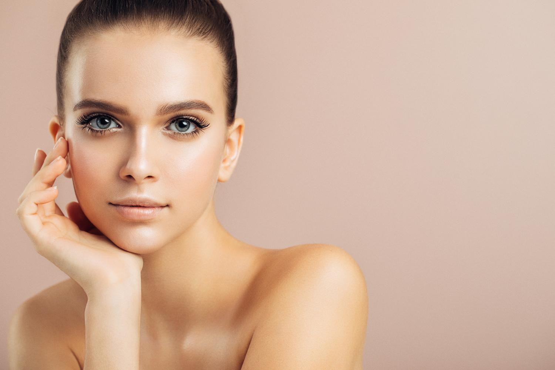 Belle 24h/24 - Grâce à cette technique, il suffit parfois d'un simple trait pour rétablir l'harmonie d'un visage.Le maquillage permanent est-il fait pour vous?• Vous n'aimez pas perdre de temps à vous maquiller?• Vous voulez avoir un maquillage parfait soigné et sans effort?• Vous souhaitez être belle toute la journée?• Vous voulez avoir l'assurance d'être rayonnante 24 heures sur 24?• Vous désirez un maquillage qui ne file plus?• Vous manquez de précision?• Vous êtes active et souhaitez sauter l'étape du maquillage?• Traits parfaits 24h/24 du matin jusqu'au soir!• Vous désirez corriger une certaine asymétrie de votre visage?• Le maquillage traditionnel vous cause des allergies?Vous vous sentez interpellé? N'hésitez pas à vous informer dès maintenant pour voir ce qui s'offre à vous!Une consultation pourrait faire toute la différence!Prenez soin de vous, vous êtes importante!