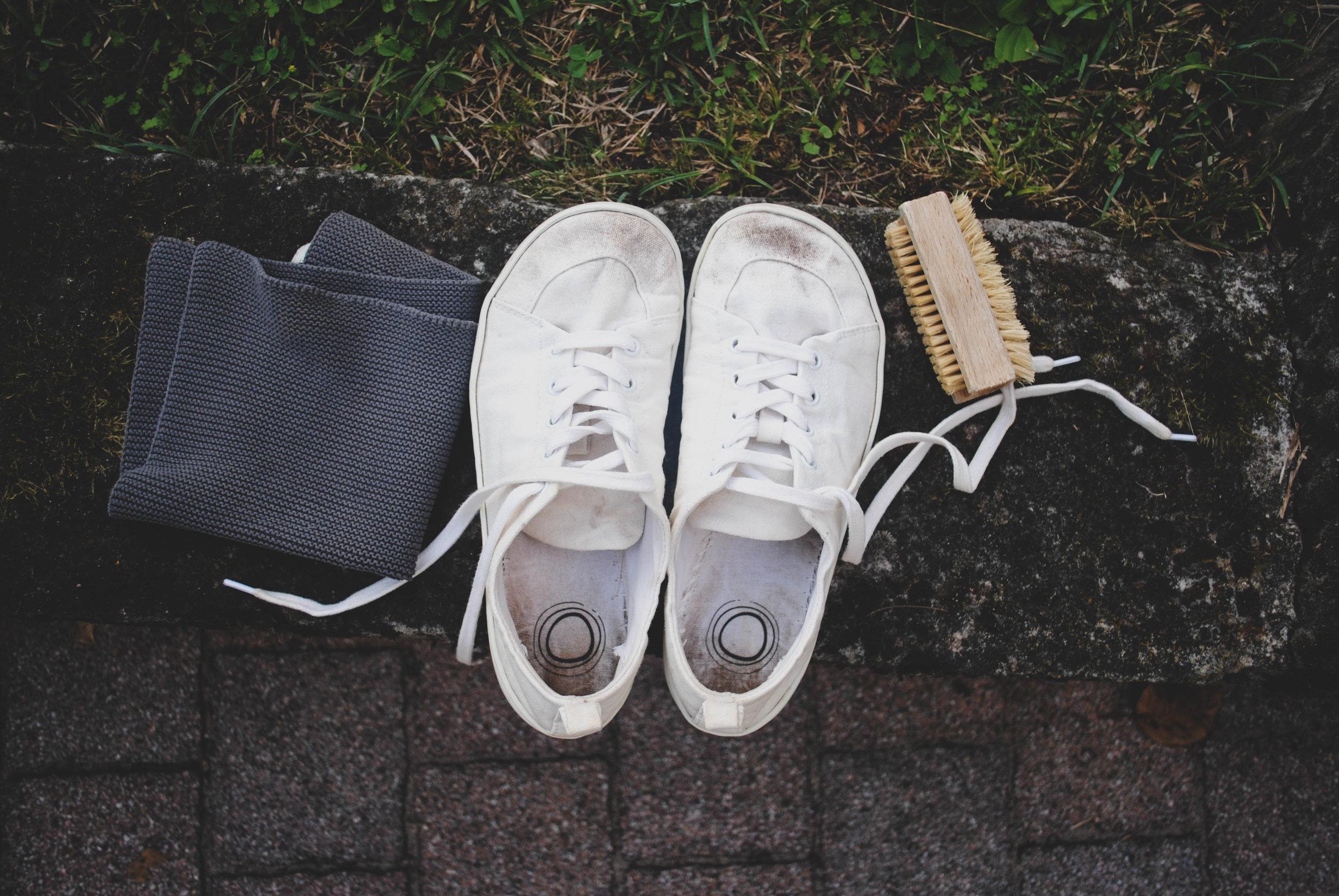 cleanwhitesneakers.jpg