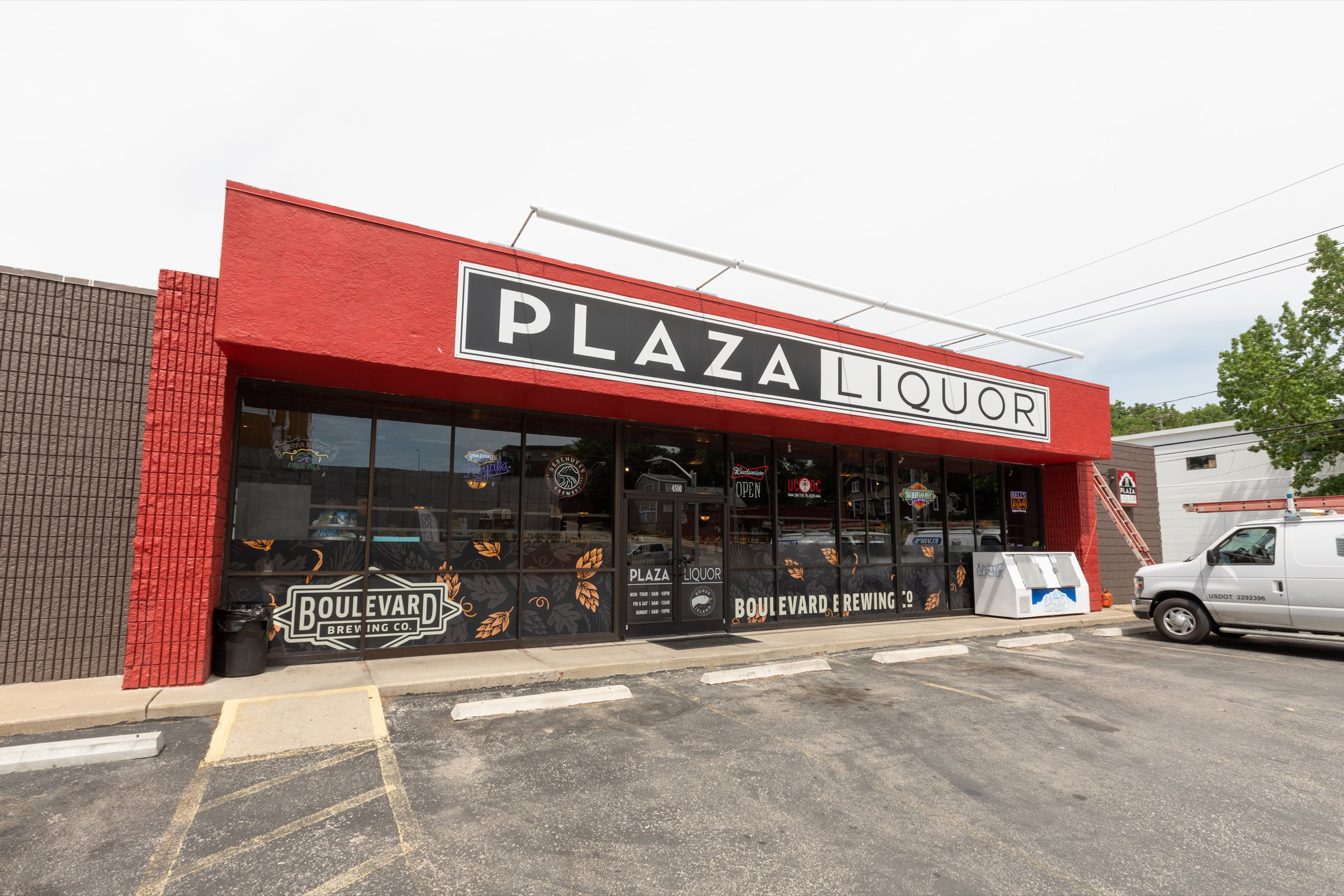 Exterior facade of Plaza Liquors