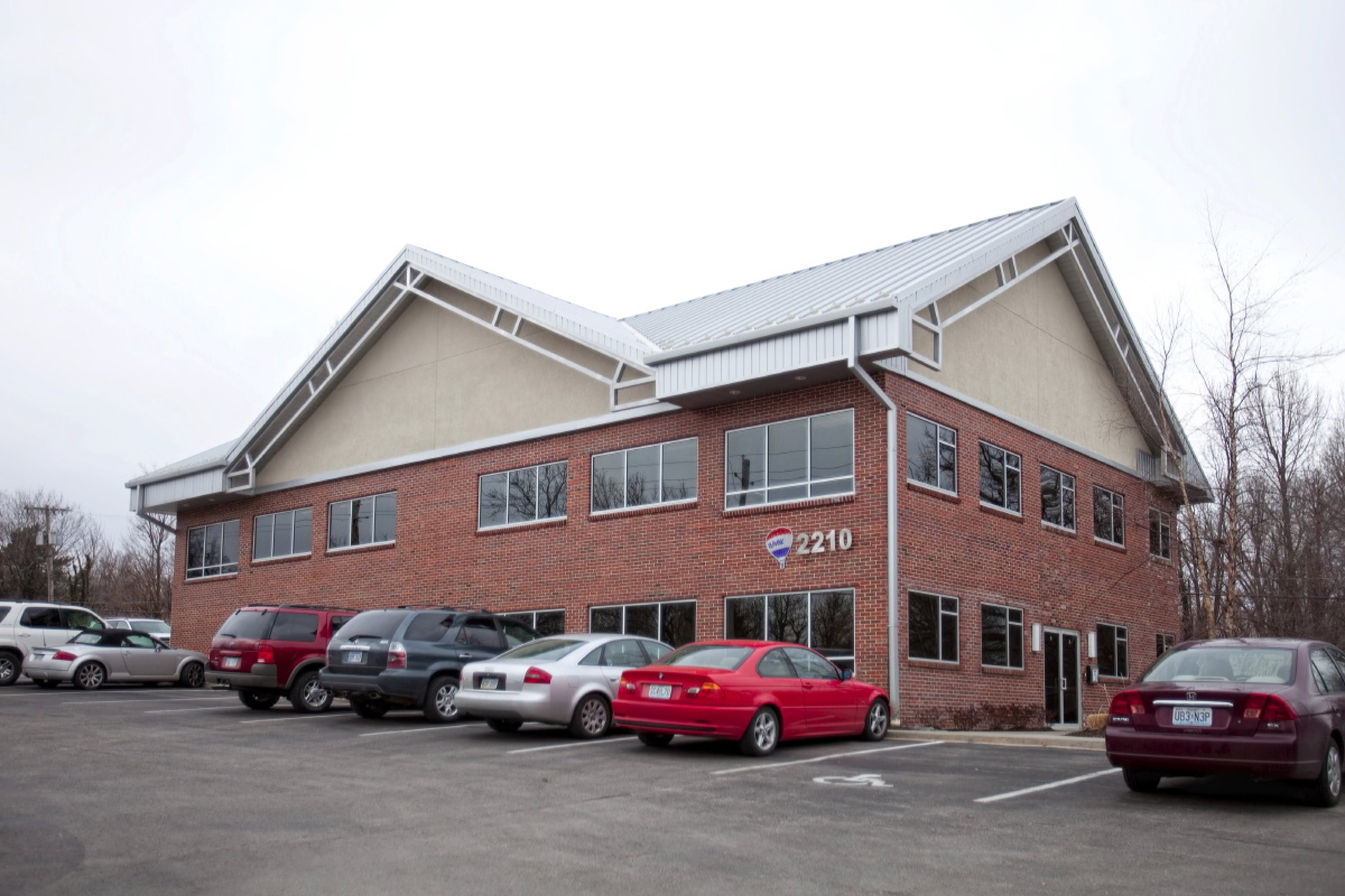 Exterior view of Re/Max office