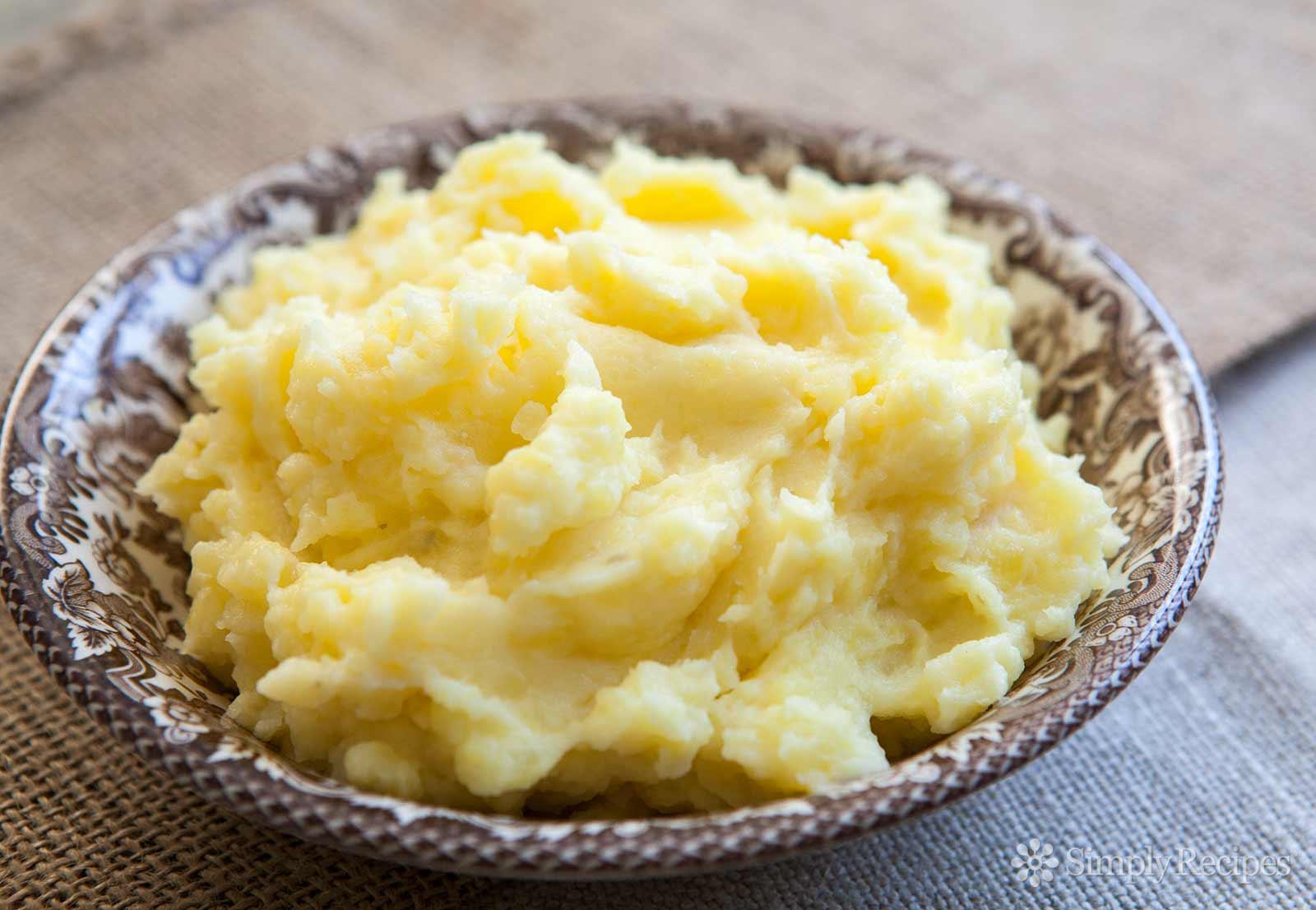 perfect-mashed-potatoes-horiz-a-1600.jpg
