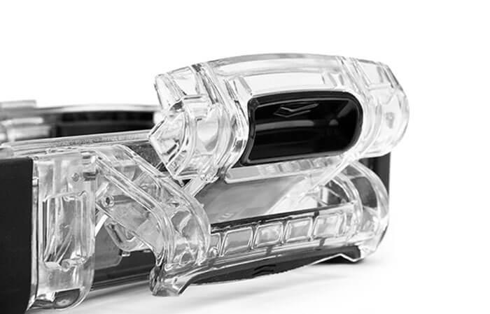 Nano Système de verrouillage PowerClaw - Le système de verrouillage Powerclaw utilisé sur toutes les mallettes NANUK est conçu pour que votre mallette ne s'ouvre pas, même durant les missions les plus difficiles. Le système Powerclaw referme solidement la mallette au moyen d'une force de compression. Le verrou de glissière intégré l'empêche de s'ouvrir accidentellement pendant le transport ou lors d'une chute. Sa construction de nylon très robuste garantit que vos objets de valeurs demeureront en toute sécurité dans la mallette, où que vos pas vous mènent.