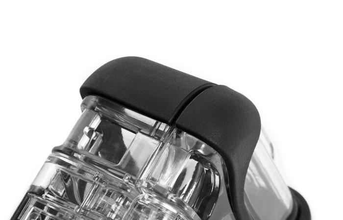 NanoPare-chocs - NANUK utilise des matériaux résistants aux chocs pour que ses mallettes puissent protéger les appareils électroniques les plus fragiles des chutes ou des secousses accidentelles. On injecte dans chaque coque de mallette Nano rigide une résine de polycarbonate pour offrir la meilleure protection possible contre les chocs. Les pare-chocs en caoutchouc Santoprene ajoutent une adhérence aux surfaces humides et évitent les rayures sur les finitions délicates.