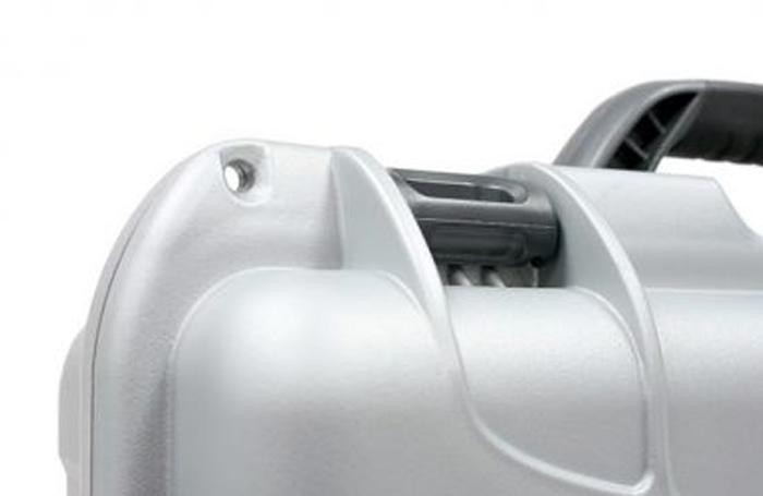 NanukCadenassable - Chaque mallette NANUK est équipée de deux moraillons cadenassable moulés directement dans la mallette pour offrir une plus grande résistance. Des cadenas à combinaison de haute qualité approuvés par la TSA sont offerts en option pour garder vos articles en sécurité dans la mallette.