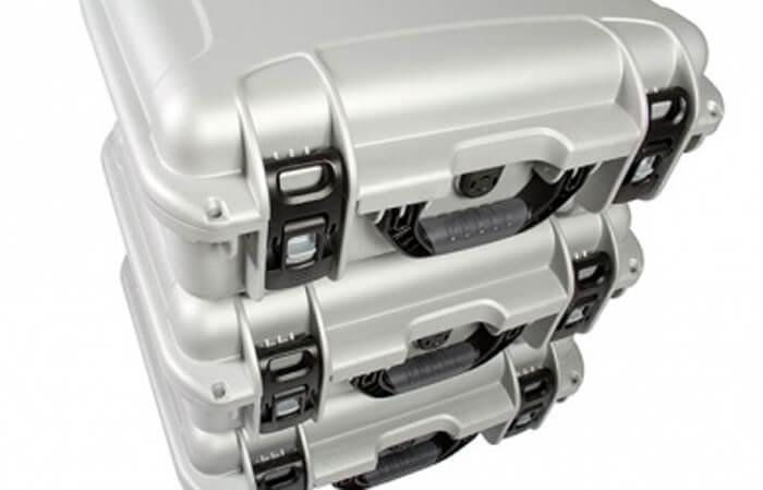 NanukEmpilable - Chaque mallette NANUK est empilable avec d'autres mallettes de la même taille. Les pieds intégrés permettent d'empiler plusieurs mallettes les unes sur les autres pour sauver de l'espace ou pour le transport