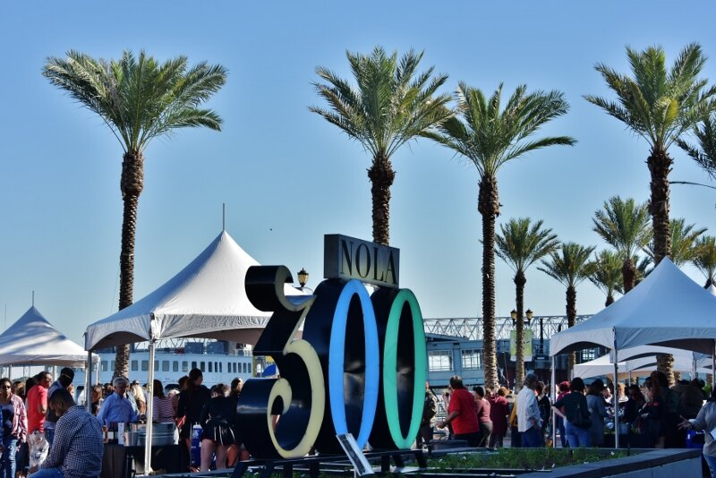 Tents, Palm Trees Tricentenial 300 sign 2.jpg