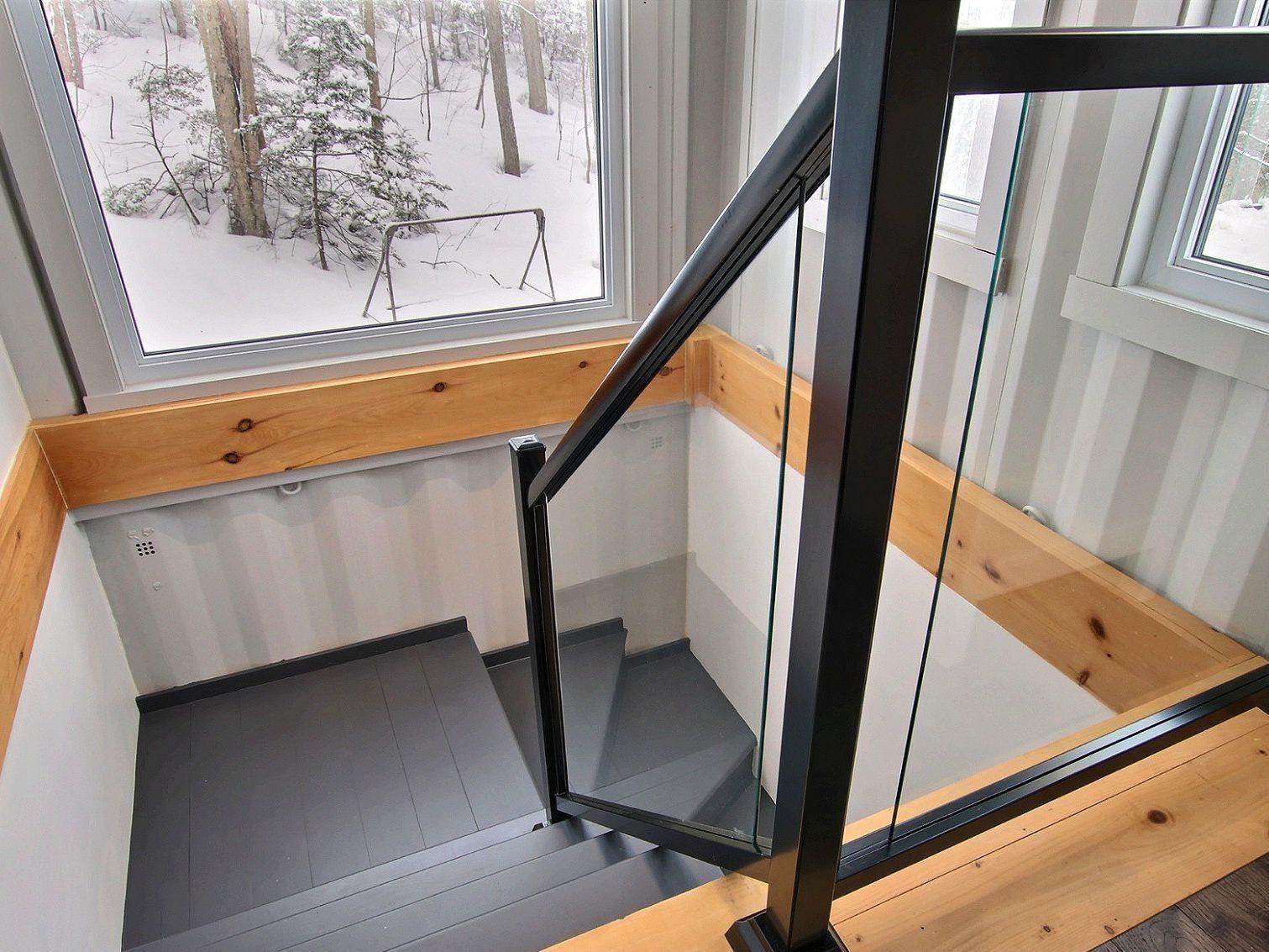 escalier-maison-a-un-etage-et-demi-a-vendre-rigaud-quebec-province-1600-8478620.jpg