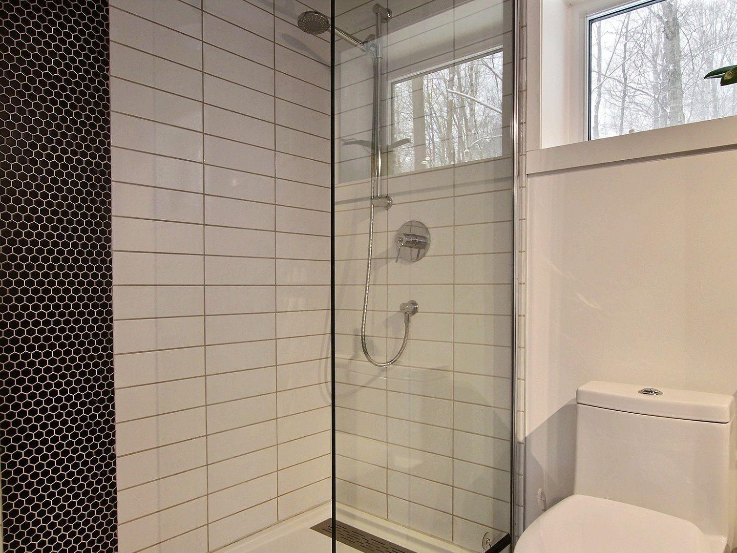 salle-de-bain-des-maitres-maison-a-un-etage-et-demi-a-vendre-rigaud-quebec-province-1600-8478617.jpg