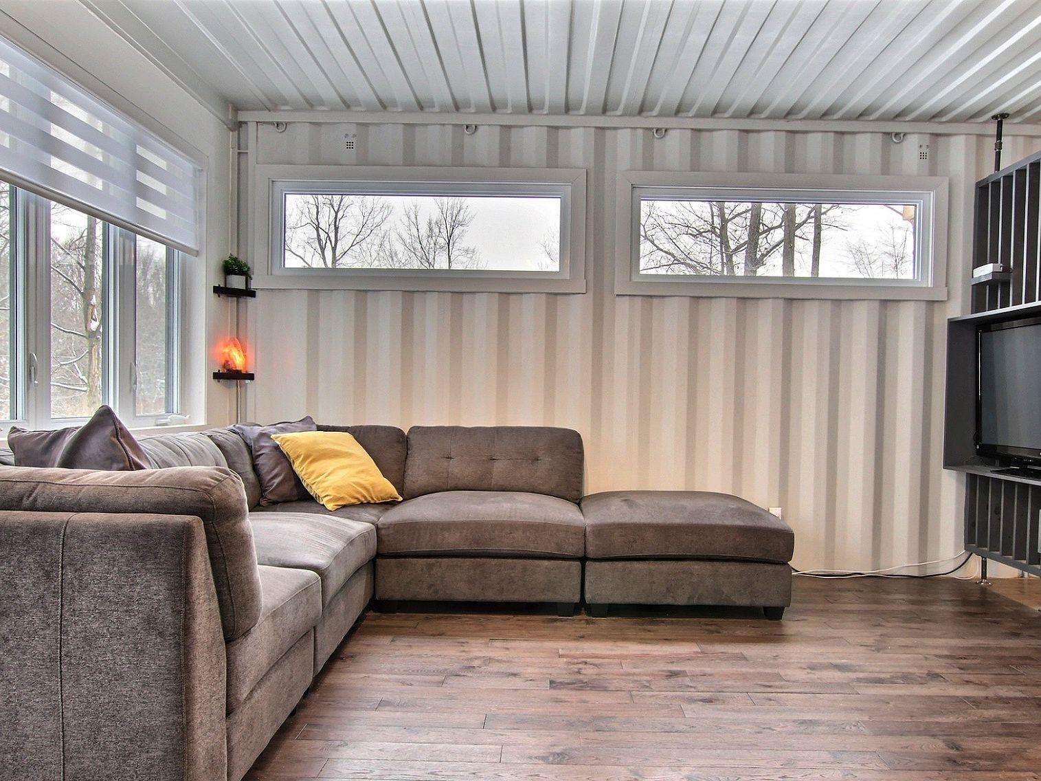 salon-maison-a-un-etage-et-demi-a-vendre-rigaud-quebec-province-1600-8478597.jpg