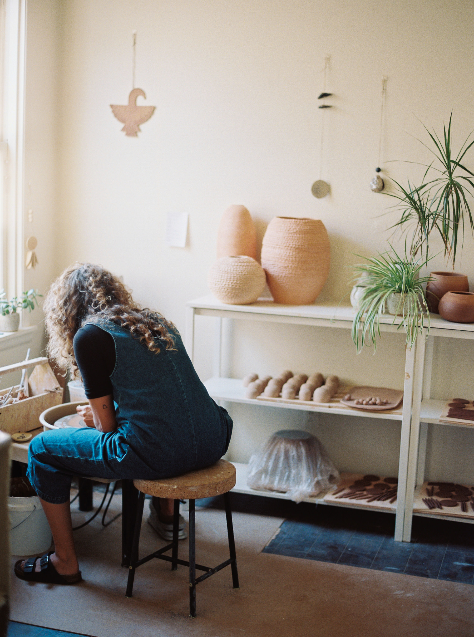 artistprofile-katherinemoes-pottery-annapeters-annapetersphoto-unearthing.tc-46.jpg