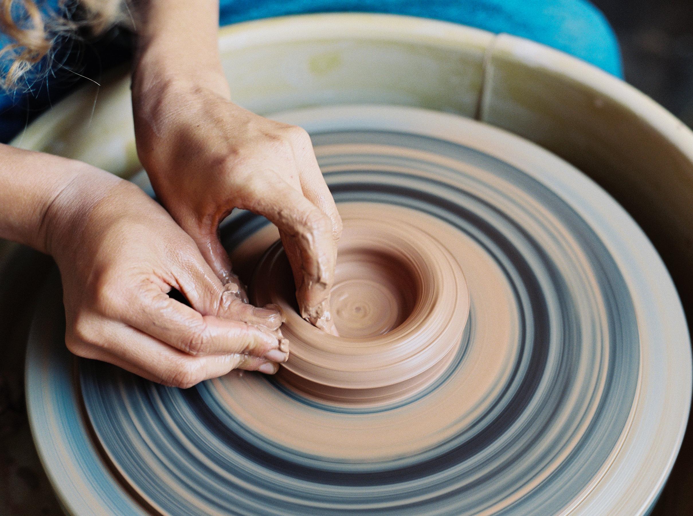artistprofile-katherinemoes-pottery-annapeters-annapetersphoto-unearthing.tc-3.jpg