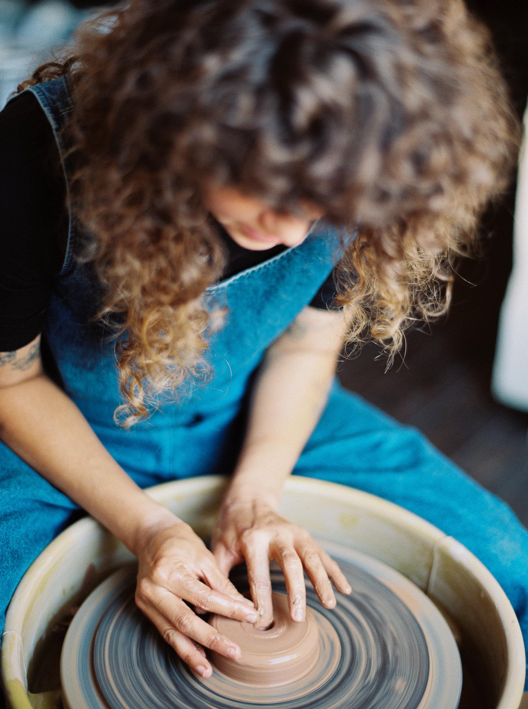 artistprofile-katherinemoes-pottery-annapeters-annapetersphoto-unearthing.tc-4.jpg
