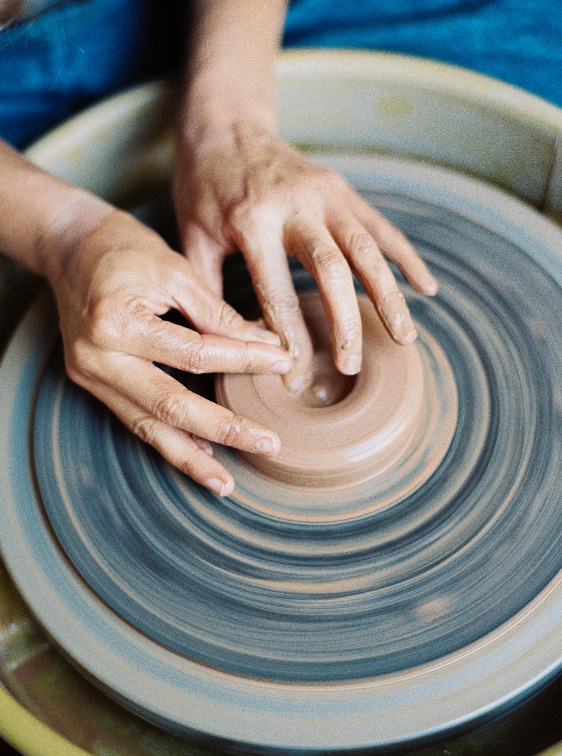 artistprofile-katherinemoes-pottery-annapeters-annapetersphoto-unearthing.tc-5.jpg