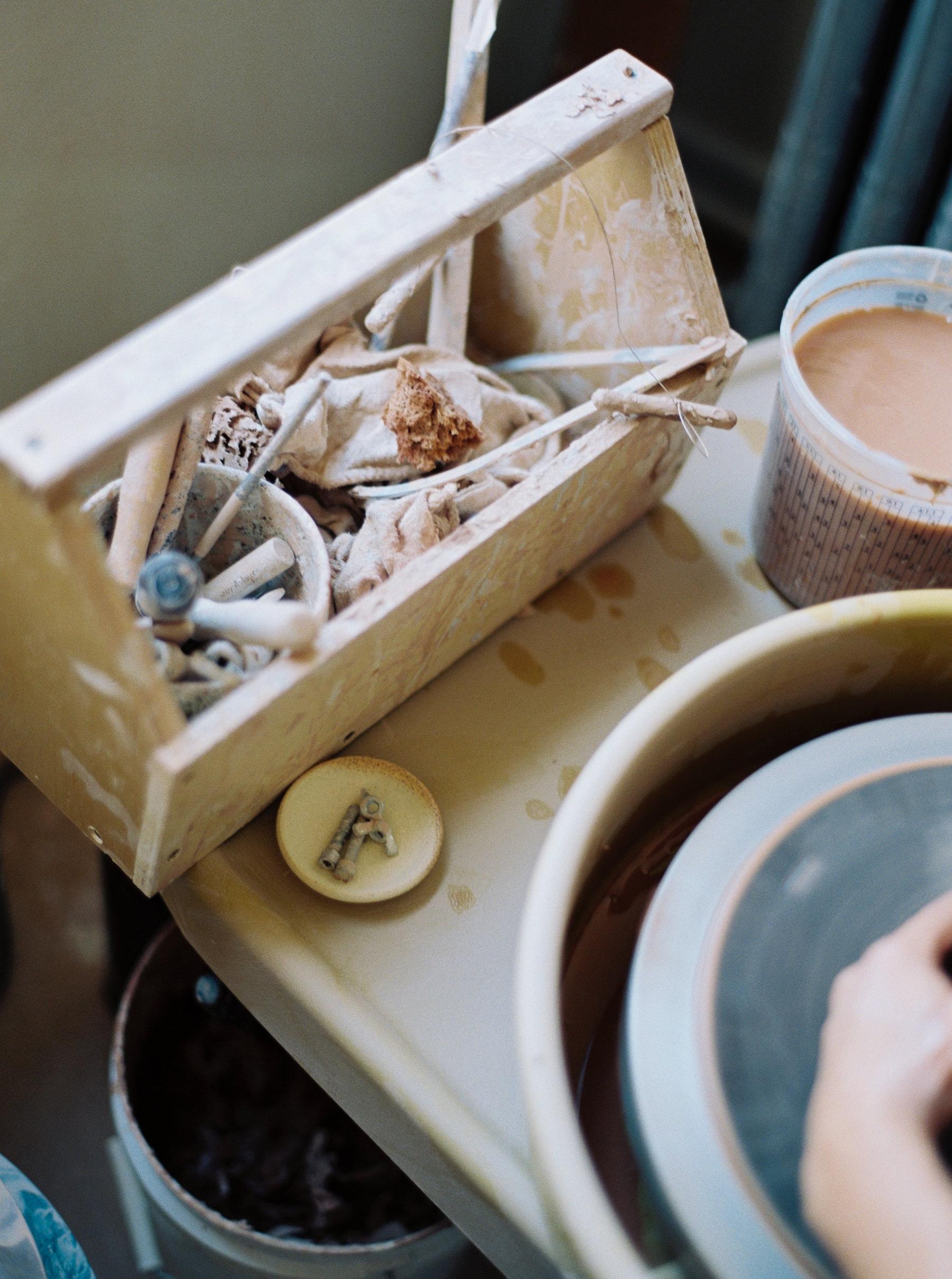 artistprofile-katherinemoes-pottery-annapeters-annapetersphoto-unearthing.tc-7.jpg