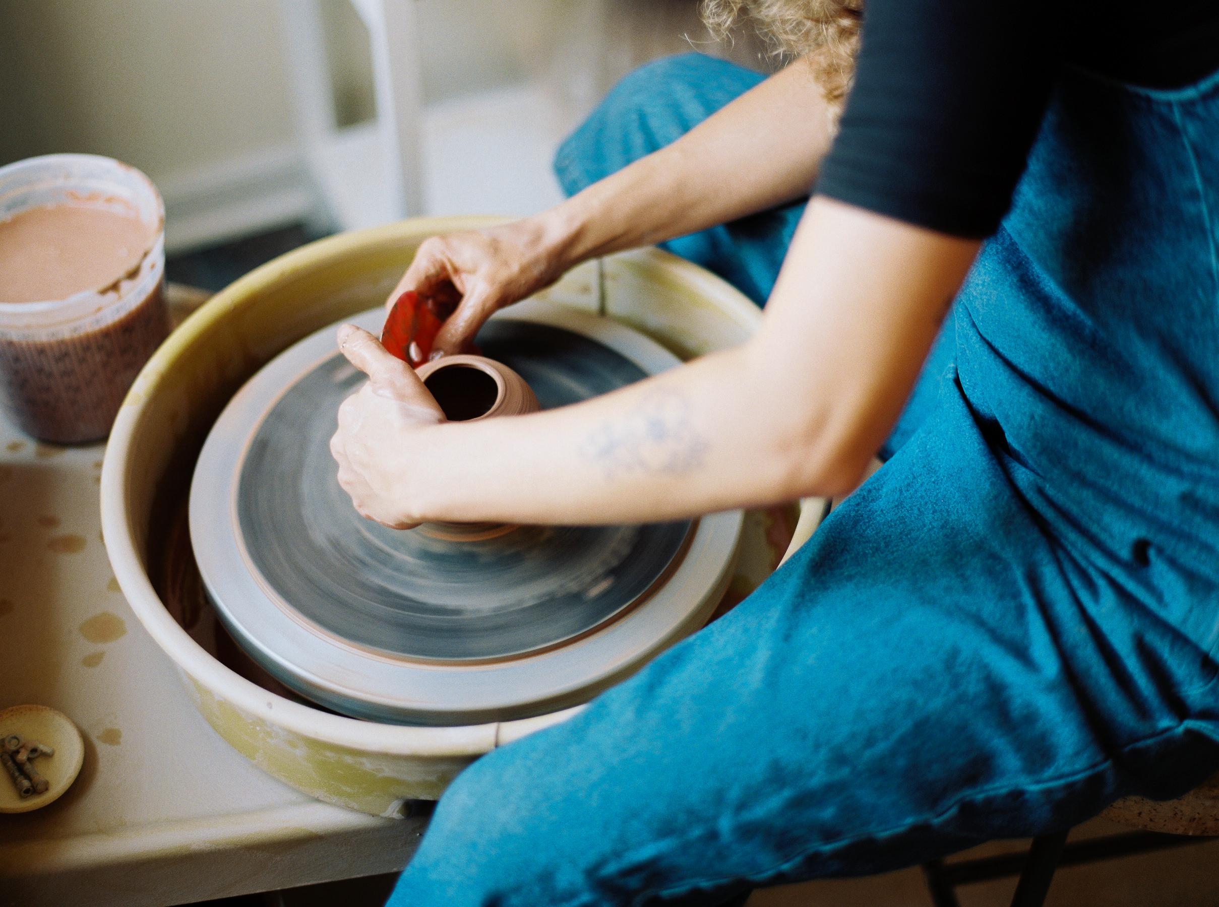artistprofile-katherinemoes-pottery-annapeters-annapetersphoto-unearthing.tc-14.jpg