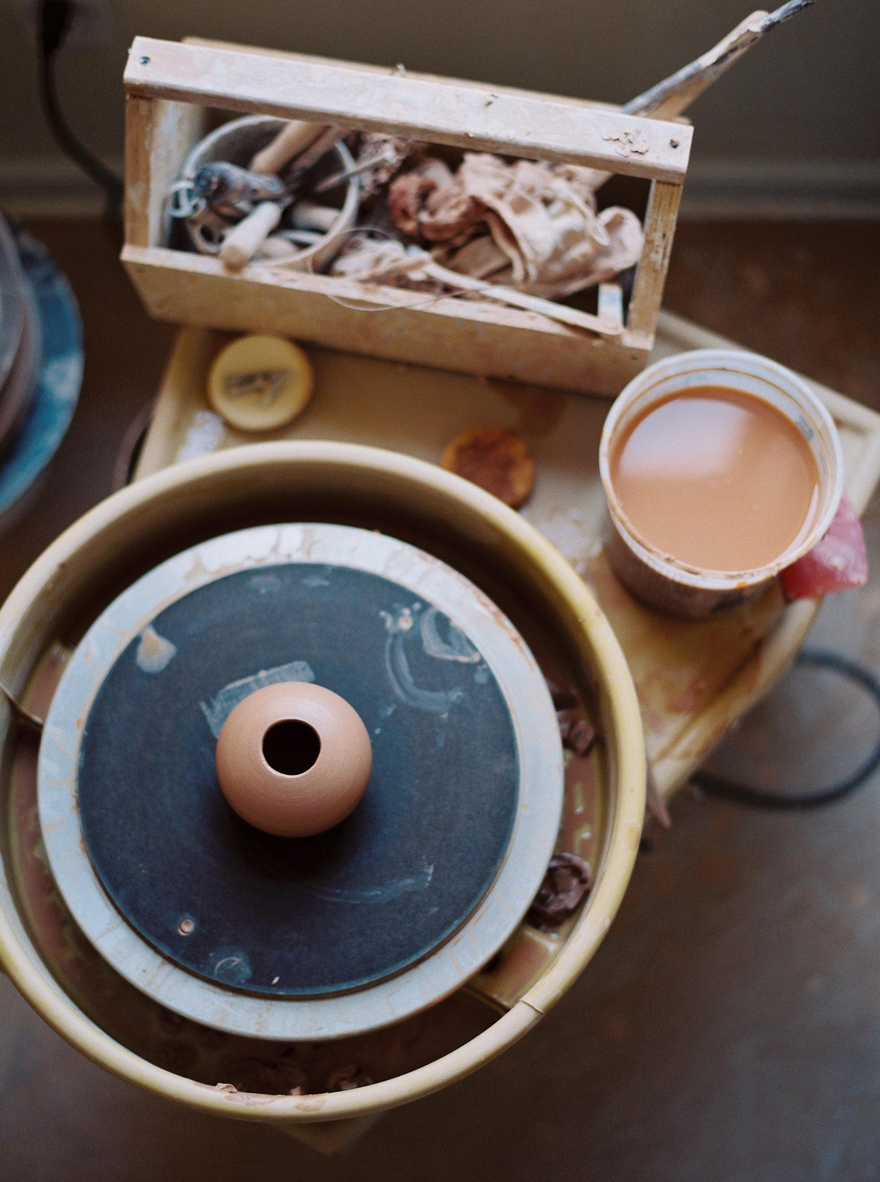 artistprofile-katherinemoes-pottery-annapeters-annapetersphoto-unearthing.tc-15.jpg