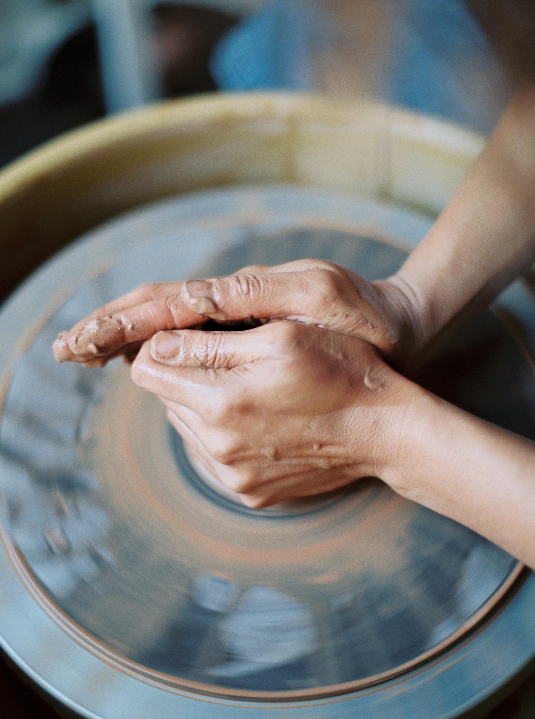 artistprofile-katherinemoes-pottery-annapeters-annapetersphoto-unearthing.tc-24.jpg