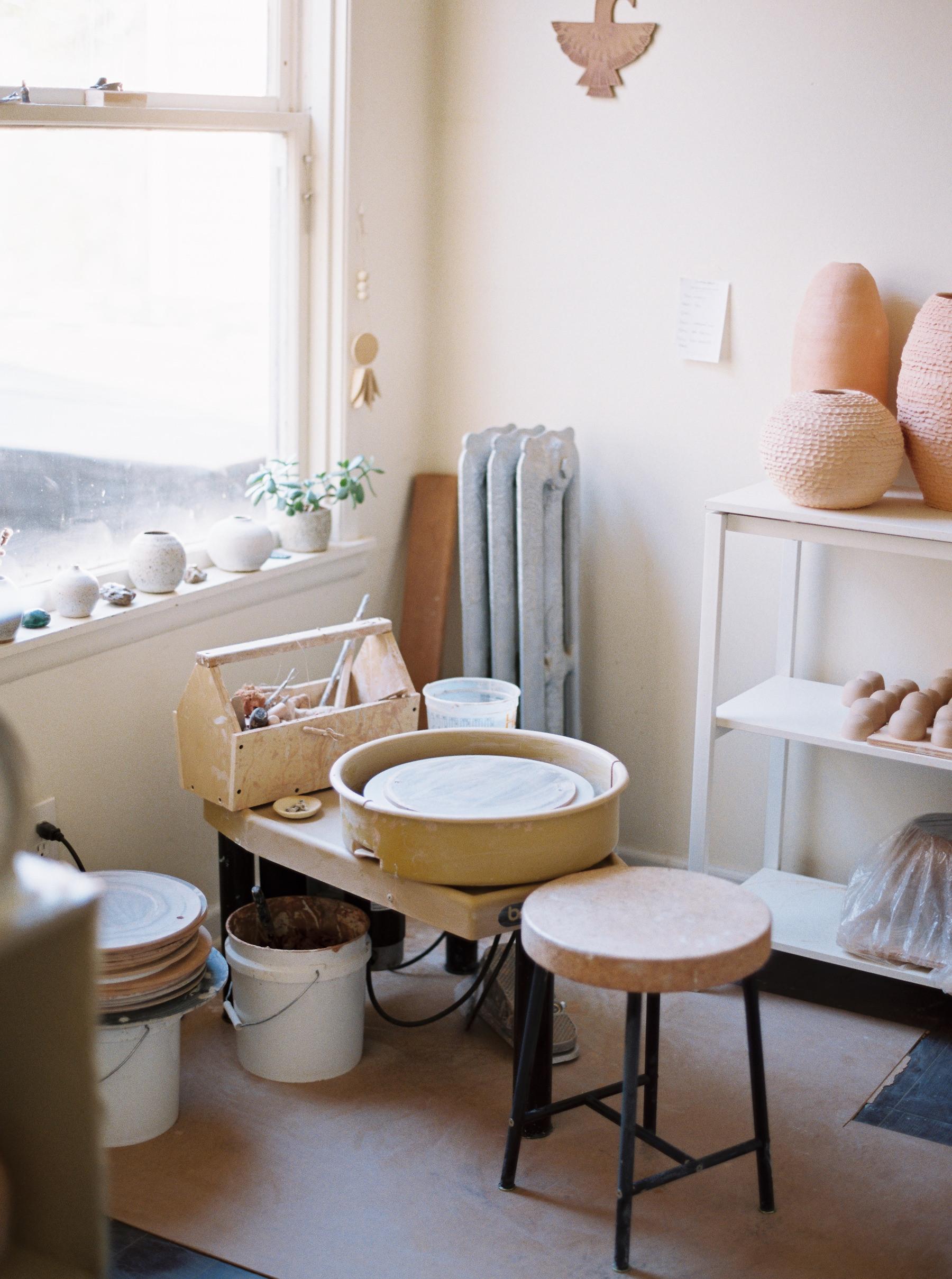 artistprofile-katherinemoes-pottery-annapeters-annapetersphoto-unearthing.tc-35.jpg
