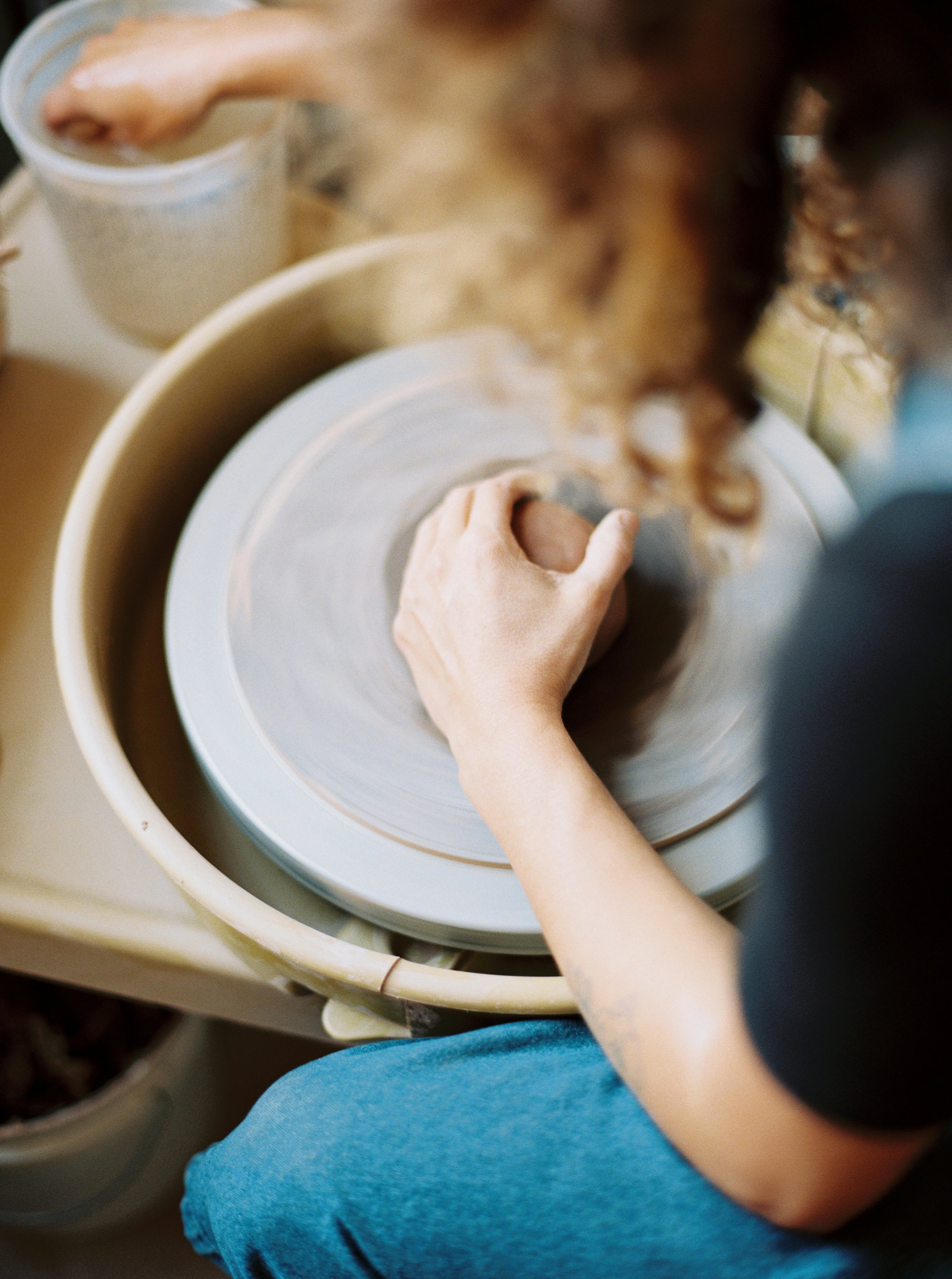 artistprofile-katherinemoes-pottery-annapeters-annapetersphoto-unearthing.tc-43.jpg
