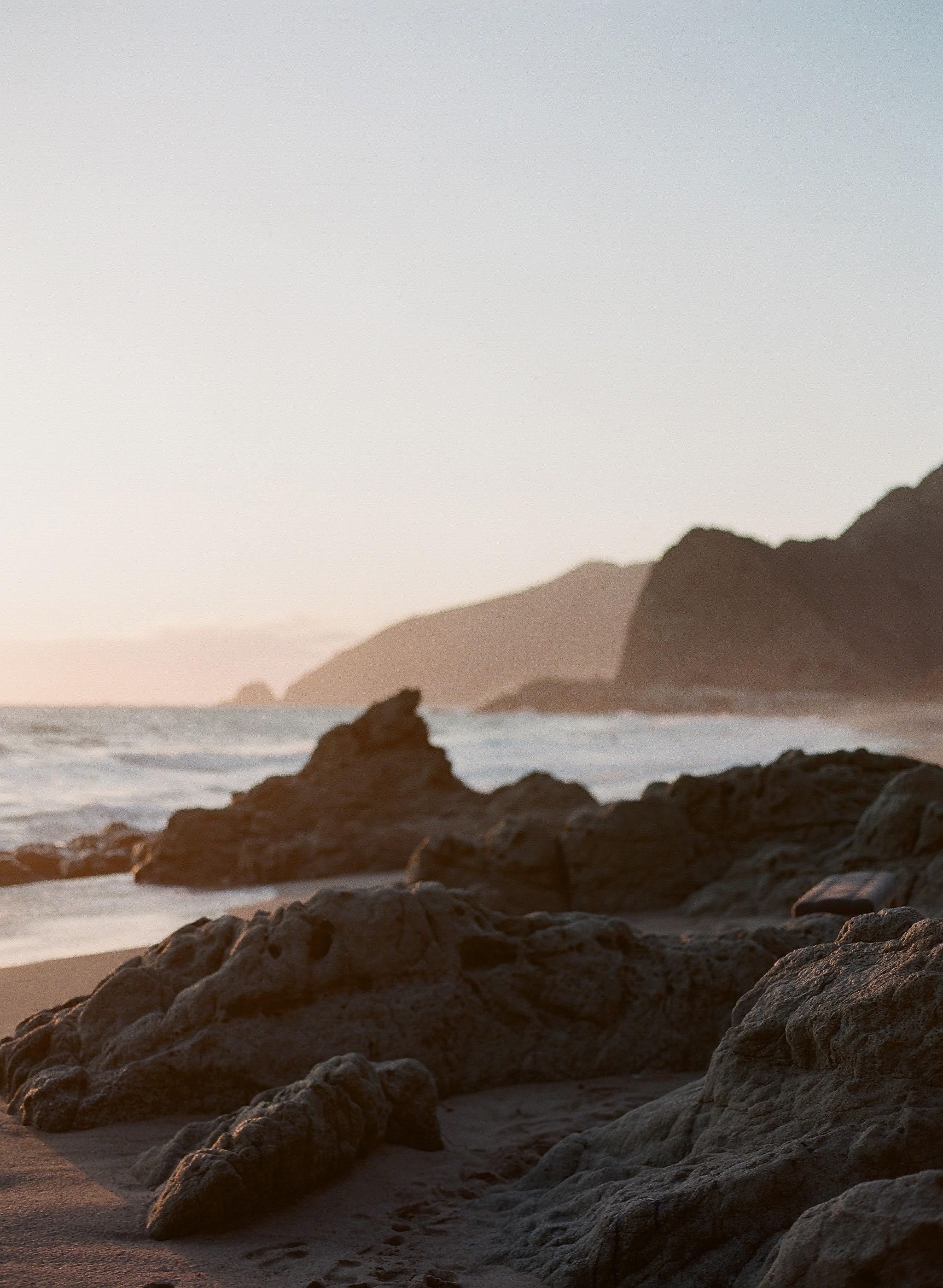 lauramurray-travel-destinationphotography-creativetravel-artists-filmphotography-unearthingtc-malibu-cliffside-ocean-shore.jpg
