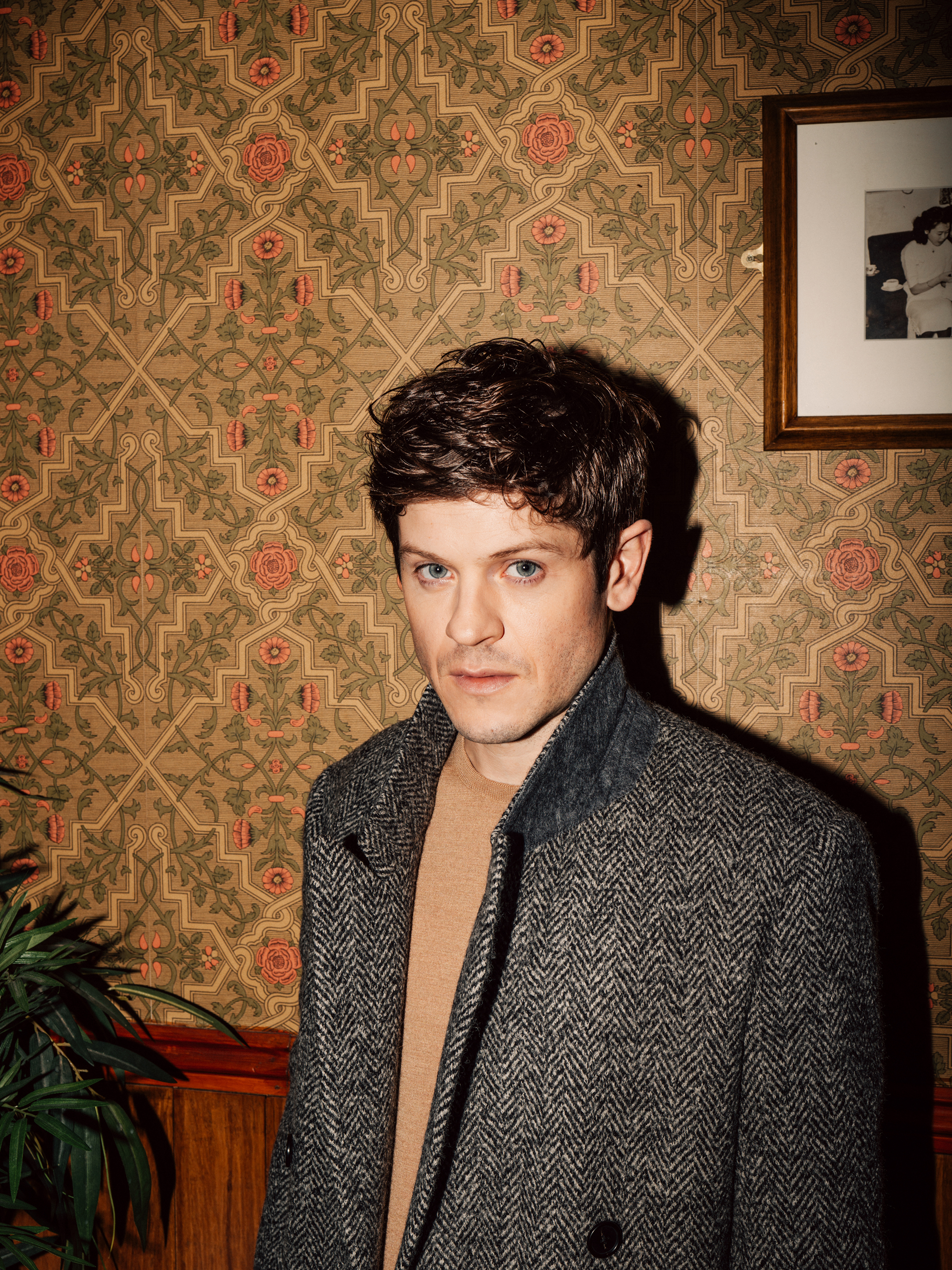 1883_Magazine_PRIME_Issue_Iwan_Rheon_2.jpg