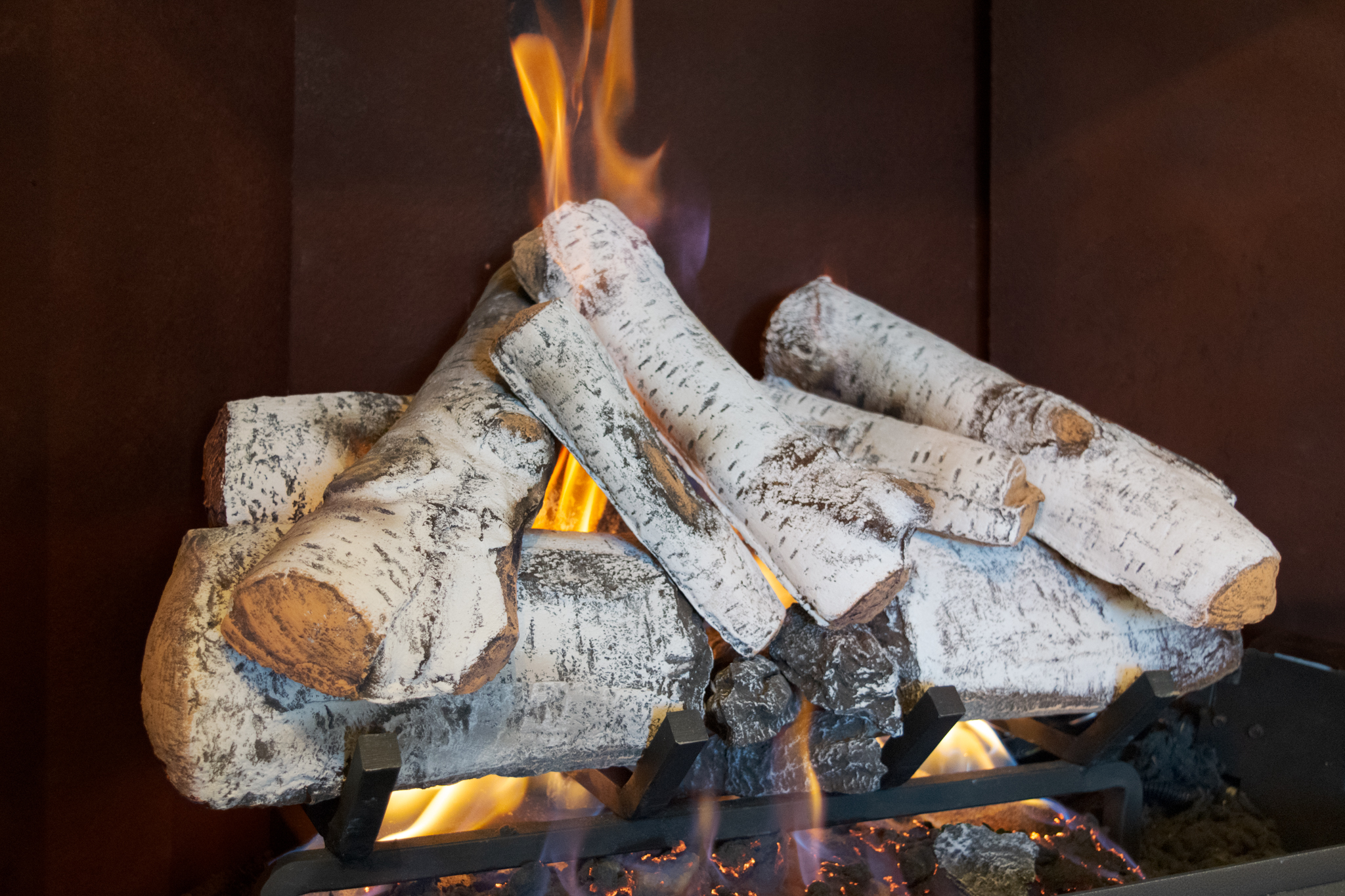 Hargrove Aspen Timbers - ‧ Radiant Heat Vented Gas Log Set‧ 24-inch Ceramic Logs‧ Attractive white bark‧ Approx 30% Efficient‧ Unburned look – no charring‧ Choice of manual knob or hand-held remote control‧ Ember bed Burner ‧ Available in 4 sizes from 21-inch – 36-inch