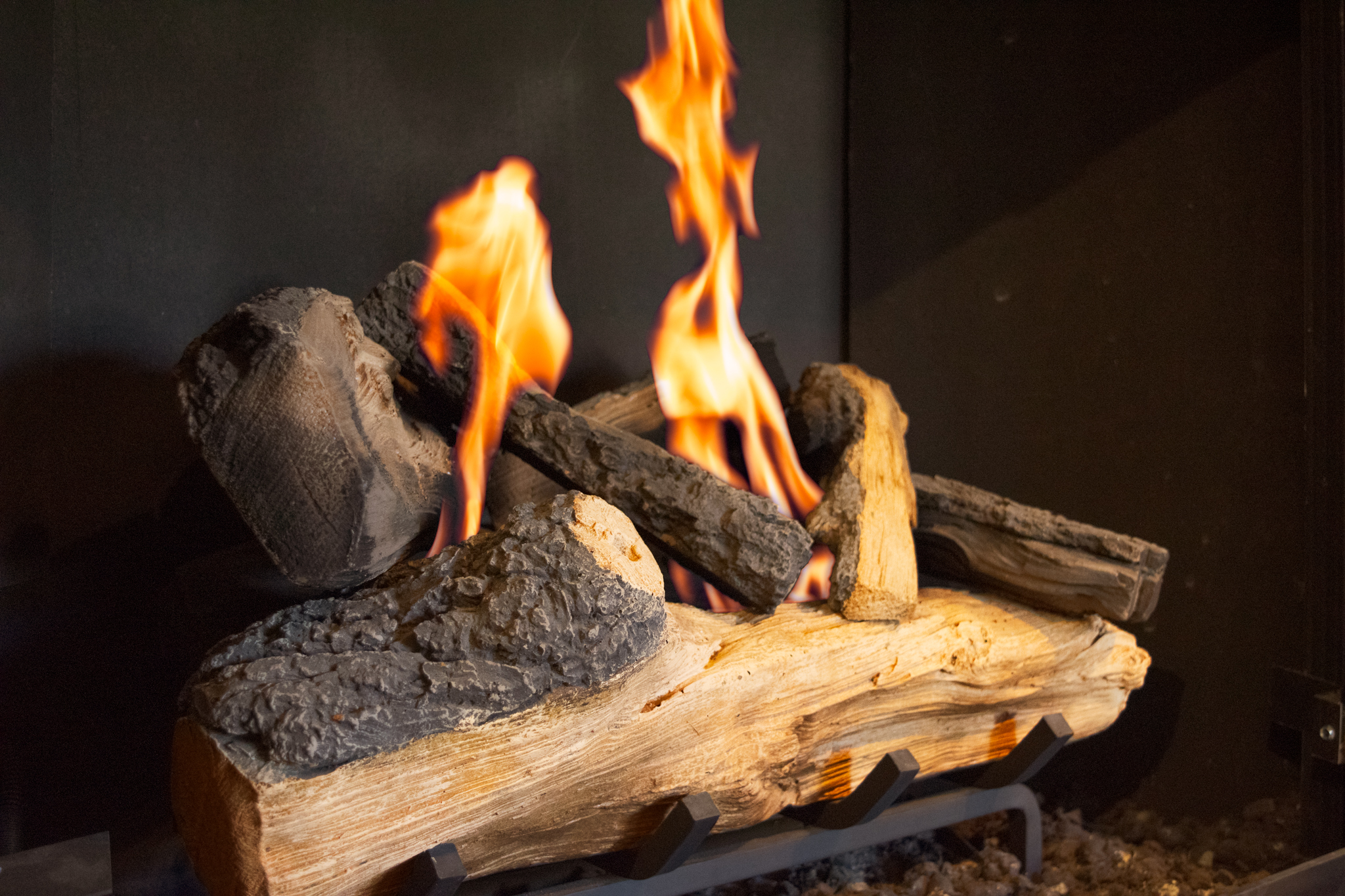Hargrove Western Pine - ‧ Vented Gas Log Set‧ 24-inch Cement Logs‧ Unburned look – no charring‧ Choice of manual knob or hand-held remote control‧ Ember bed Burner ‧ Available in 8 sizes from 15-inch – 48-inch‧ Available as a See-Thru